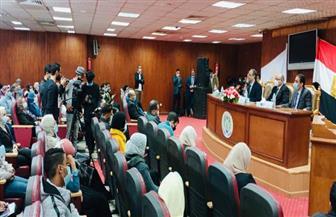 القاضي يدعو إلى تدريس الثقافة القانونية بمناهج التعليم الجامعي| صور