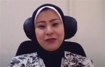 مصرية تحصل على جائزة أفضل موظفة عربية   فيديو