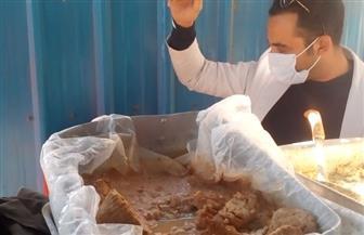 إعدام أغذية منتهية الصلاحية بمدينة سفاجا   صور