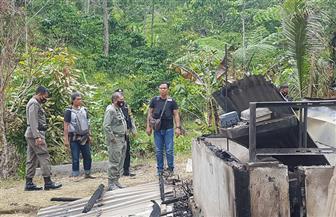 الشرطة الإندونيسية تلاحق مسلحين يشتبه بأنهم متشددون بعد مقتل 4 في جزيرة