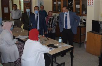 رئيس جامعة سوهاج يتابع سير العملية التعليمية بكلية العلوم