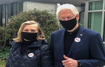 بيل كلينتون وزوجته هيلاري يعلنان تصويتهما لصالح جو بايدن
