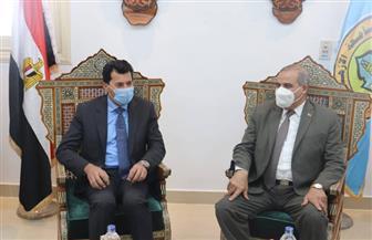 رئيس جامعة الأزهر يستقبل وزير الشباب والرياضة | صور