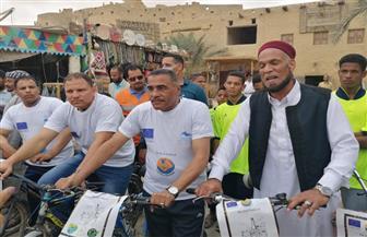 محافظ مرسى مطروح يشارك في أول ماراثون بالدراجات الهوائية في واحة سيوة للحفاظ على البيئة | صور