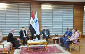 رئيس جامعة كفر الشيخ يبحث مع وفد البنك الأهلي سبل التعاون | صور