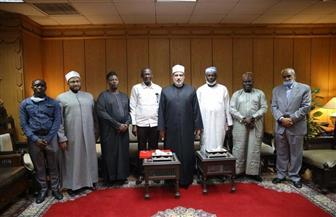 """""""الضويني"""" لوفد نيجيري: الأزهر بابه مفتوح لطلاب العلم والأئمة لتدريبهم على نشر سماحة الإسلام"""