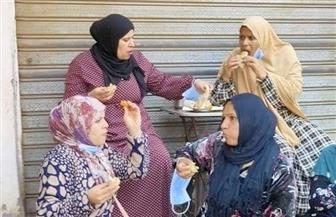 سيدات يتناولن الإفطار أمام اللجان الانتخابية بالخانكة | صور