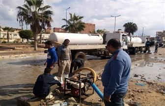 رفع حالة الطوارئ على مدار الساعة لإزالة تجمعات مياه الأمطار في مطروح   صور