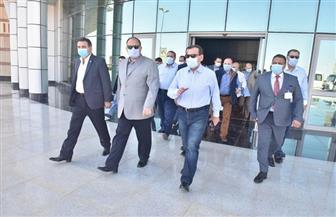 محافظ أسيوط ووزير البترول يتفقدان مشروع مجمع التكسير الهيدروجيني بمعامل التكرير | صور