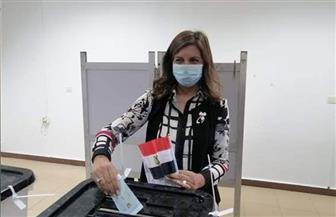 وزيرة الهجرة تدلي بصوتها في انتخابات مجلس النواب | صور