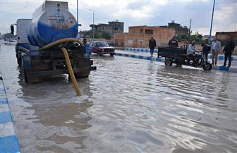 إزالة مياه الأمطار من الشوارع والطرق الرئيسية بمطروح   صور