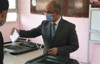 رئيس جامعة الزقازيق يدلي بصوته في انتخابات «النواب»