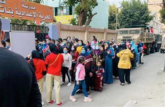 توافد الناخبين بمدرسة الحرية الرسمية في الأزبكية