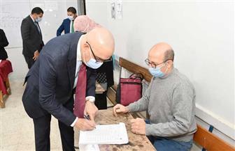 وزير الإسكان يدلي بصوته فى انتخابات «النواب» بمدرسة المقطم الرسمية لغات   صور