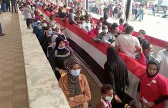 طوابير من الناخبين أمام لجان الاقتراع بمدرسة عبد الحليم محمود بمدينة بدر | فيديو