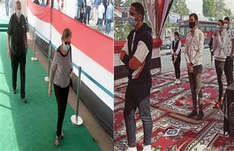المصريون يرسمون طريق الديمقراطية.. شباب وكبار وذوو قدرات خاصة في طوابير الانتخاب