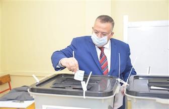 نقيب الأشراف يدلي بصوته في انتخابات «النواب» بمدرسة الخلفاء الراشدين