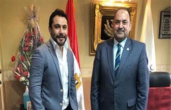 أحمد حسن يطمئن على المدير التنفيذي لوزارة الرياضة بعد تعافيه من كورونا