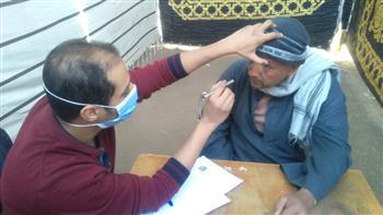 الكشف على 997 مواطنا بقافلة جامعة جنوب الوادي الطبية بعزبة البوصة بقنا| صور