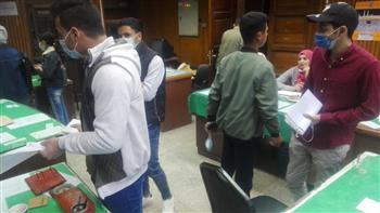 إقبال من طلاب جامعة القاهرة للترشح لخوض انتخابات الاتحادات الطلابية صور