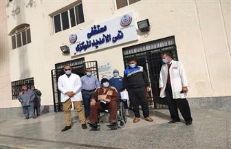 خروج 3 مسنين بعد تعافيهم من كورونا من عزل تمي الأمديد