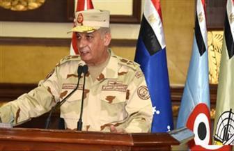 """وزير الدفاع لـ""""مقاتلي الجيش الثانى"""": القوات المسلحة تضحى بالغالى والنفيس للحفاظ على أمن الوطن"""