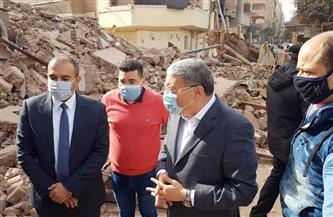 محافظ المنيا يتفقد موقع انهيار منزل خال من السكان بحي غرب
