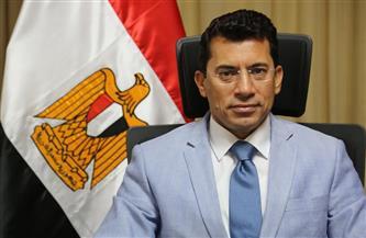وزير الرياضة يطمئن على بعثة منتخب الشباب بعد إصابة اللاعبين بـ«كورونا»