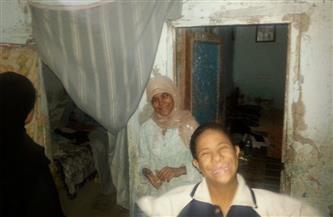 حكاية أم بالغردقة ترعى 4 أطفال بينهم اثنان من ذوي الاحتياجات وتسكن غرفة بالإيجار | صور