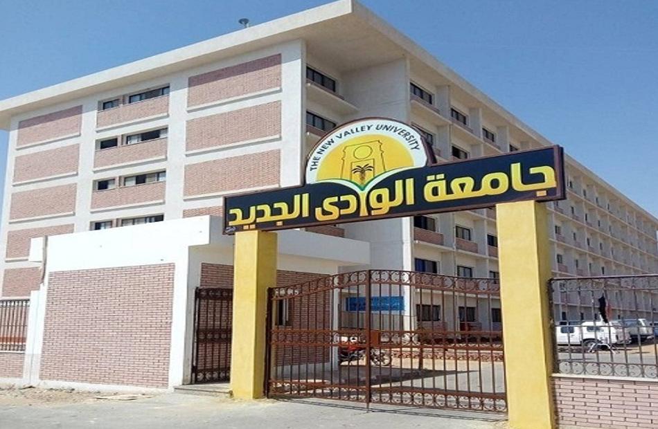 نائب جامعة الوادي الجديد يتفقد أقسام مستشفى الخارجة استعدادًا لتشغيل كلية الطب