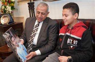 رئيس الأكاديمية العربية يستقبل نجل الشهيد أحمد منسي| صور
