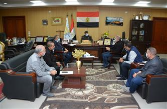 رئيس جامعة دمياط يعقد اجتماعات مع مسئولي الشركات المنفذة للمشروعات | صور