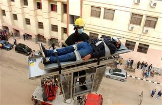 محاكاة لعملية مكافحة حريق وإخلاء آمن في أحد مباني هندسة المنصورة | صور