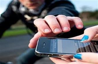 ضبط عاطل لسرقته الهواتف المحمولة بالجمالية