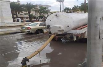 رفع حالة الطوارئ ومتابعة عمليات رفع مياه الأمطار بمختلف مناطق دمياط| صور