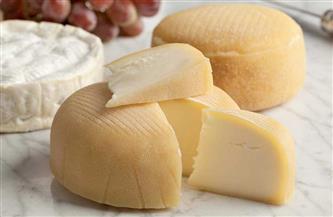 دراسة أمريكية: الجبن يحمي من المشاكل الإدراكية المرتبطة بتقدم السن