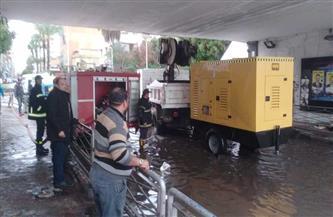 الدفع بسيارات كسح لشفط تجمعات المياه الناتجة عن الأمطار بالإسماعيلية| صور