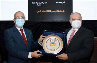 رئيس جامعة طنطا يكرم الرئيس التنفيذي لوكالة الفضاء