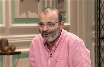أيمن بهجت قمر لـ عمرو دياب: «لو غنيت هتعملي بلوك يا هضبة»