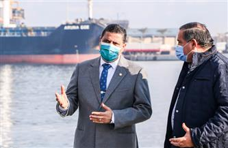 لجنة الطوارئ تواجه سوء الأحوال الجوية بميناء دمياط | صور