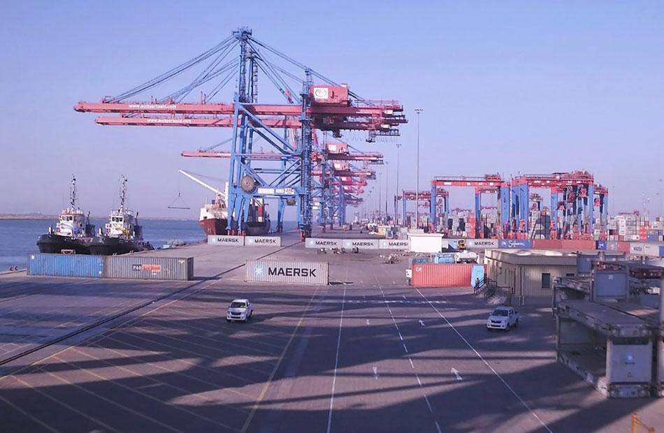 اقتصادية قناة السويس تداول  سفينة حاويات وبضائع عامة بموانئ بورسعيد