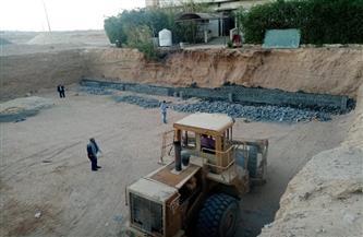 مدينة سفاجا توقف بناء فندق بدون ترخيص وتصادر المعدات   صور