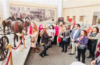 «متحف المركبات» ينظم محاضرة وجولة للمرشدين السياحيين لتعريفهم بالقطع الأثرية | صور