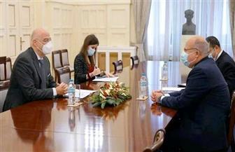 سفير مصر بأثينا يبحث زيادة التبادل التجاري والعلاقات الاقتصادية والاستثمارية مع اليونان