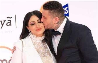قبلة من «الفيشاوى» لزوجته على السجادة الحمراء | صور