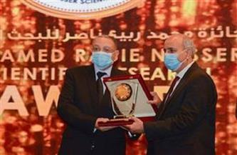 رئيس جامعة طنطا يتسلم جائزة المركز الأول في مجال الهندسة التطبيقية بجائزة ربيع ناصر