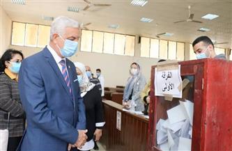 رئيس جامعة المنوفية يتفقد انتخابات اتحاد الطلاب | صور