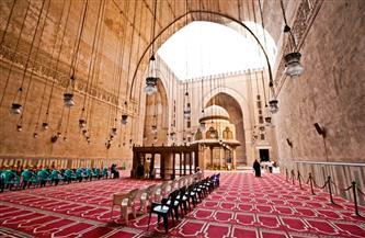 زيارة علمية للمساجد الأثرية لطلاب وأساتذة آداب جامعة حلوان | صور