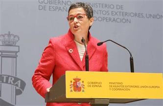 """إسبانيا تطالب باستجابة أوروبية منسقة تجاه سلالة """"كورونا"""" الجديدة"""