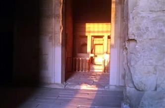 بدون احتفالات..الشمس تتعامد على قدس أقداس معبد قصر قارون بالفيوم|صور
